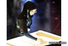 تشكيلية تحول «الرمال» إلى أعمال فنية في مهرجان القطيف